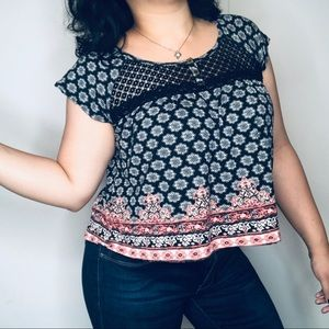 NO COMMENT Lace Yoke Boho Crop